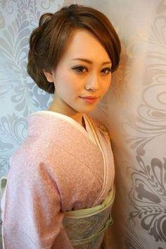 この画像は「これぞ大和撫子!和服に似合う上品な髪型」のまとめの1枚目の画像です。