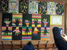 Positive and negative hand art Kindergarten Art, Preschool Art, Art 2nd Grade, Club D'art, Hand Kunst, Classe D'art, Creation Art, Math Art, School Art Projects