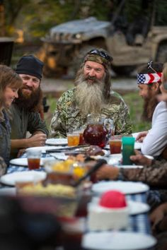 ♥DUCK DYNASTY, The best part of the show is when they sit down at the dinner/supper table as a family.at the end of the show. Phil Robertson, Robertson Family, My Favorite Part, Favorite Tv Shows, Favorite Things, Duck Dynasty Family, Duck Calls, Quack Quack, Duck Commander