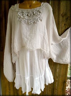 Reminds me of my High School graduation photo. Gauze Lace top ~ Paris Rags by Pmarie by Florence A Clavey Gypsy Style, Boho Gypsy, Hippie Boho, Bohemian Style, Boho Chic, Mode Hippie, Mode Boho, Estilo Hippie, Romantic Outfit