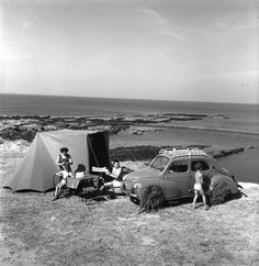 French holidays by Robert Doisneau Robert Doisneau, Old Pictures, Old Photos, Vintage Photographs, Vintage Photos, Combi Vw, French Photographers, Summer Photos, Photo Archive