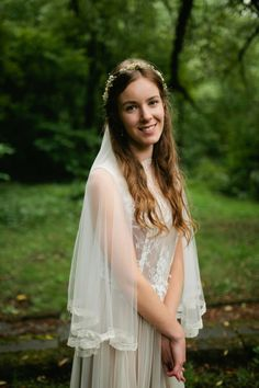 Bride wears a dried flower floral crown | Photography by http://www.greenantlersphotography.com/