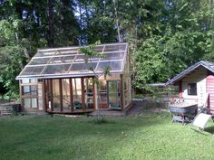 constructed from old recycled windows Garden Houses, Garden Sheds, Garden Fun, Home And Garden, Recycled Windows, Slow Design, Glass House, Hydroponics, Amazing Gardens