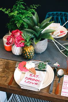 Whether it be wedding table settings, black tie or prom, how to dress a table is an important detail to […] Outdoor Table Settings, Wedding Table Settings, Place Settings, Outdoor Dining, Wedding Reception Tables, Wedding Receptions, Tropical Party, Tropical Vibes, Party Entertainment