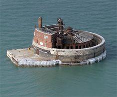 Four Mile Crib Lighthouse, Illinois at Lighthousefriends.com