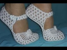 Bridal Boots Knitting su How-To Ready Booties on the base model . Crochet Sandals, Crochet Boots, Crochet Slippers, Crochet Clothes, Crochet Designs, Crochet Patterns, Crochet Slipper Pattern, Crochet Diy, Shoe Pattern