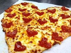 This pizza must have been made just for me! I love pepperoni pizza. Love the heart shaped pep's and the pizza too. Valentines Day Pizza, Valentines Recipes, Valentine Stuff, Valentine Heart, Pizza Lover, Heart Shaped Pizza, Food Porn, I Love Pizza, Perfect Pizza