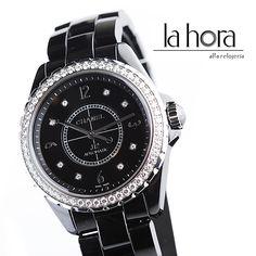 -Reloj Chanel- Reloj Chanel automático con caja de 38mm. Tiene una fila de diamantes en el bisel y en su interior cuenta con cerámica de alta tecnología resistente a arañazos. Esta es la única pieza existente en el país. http://www.elretirobogota.com/lahora.html