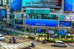 Sukhumvit, es una de las calles más populares de Bangkok. El centro económico, social y moderno de la capital de Tailandia. ¿Vienes a pasear por ella? #bangkok #tailandia #sukhumvit #vacaciones #viajar http://www.portaldetailandia.com/sukhumvit/