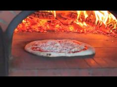 How to cook a pizza in the wonderful Bread Stone Oven 800 C wood fired oven. The pizza is cooking in less than 60 seconds. The oven the 800 C manufactured by. Wood Burning Oven, Wood Fired Oven, Wood Fired Pizza, Barbacoa, Thin Crust Pizza, Bread, Baking, Brick Ovens, Stone