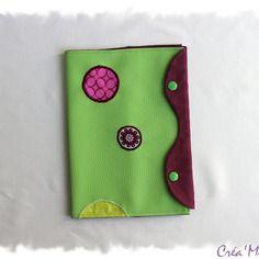 Protège carnet de santé, simili et coton vert et violet