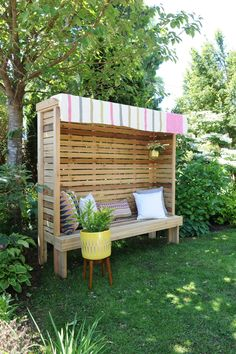 A Secret Garden Reading Nook right in your own backyard! Visit the outdoor section for free DIY plans! Diy Projects Plans, Diy Garden Projects, Outdoor Projects, Natural Landscaping, Backyard Landscaping, Modern Dog Houses, Bbq Cover, Outdoor Living, Outdoor Decor