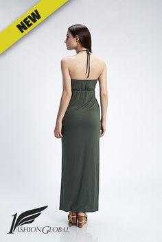 Vestido verde militar largo con detalle de collar en cuello y abertura lateral en ambos lados. Precio 26.40€