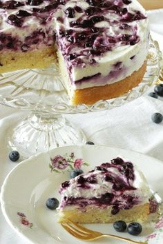 Blueberry pot cake Living on Cookies The post Blueberry pot pie appeared first on Orchid Dessert. Donut Recipes, Jam Recipes, Healthy Dessert Recipes, Sweet Recipes, Desserts, Pecan Pie Cheesecake, Cheesecake Recipes, Cheesecake Cookies, Chocolate Donuts