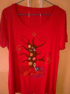 camiseta árvore estilizada