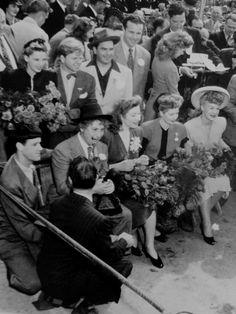 Judy Garland, Mickey Rooney, Dick Powell, Harpo Marx, Greer Garson, Lucille Ball, Betty Hutton