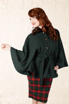 50s Eglentine Cape Coat in Dark Green - Collectif Clothing