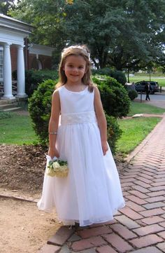 Sweet UVA flower girl #wedding