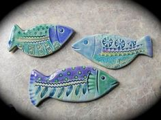 Fun fish like these for my kitchen wall ceramic wall art, ceramic pottery, Ceramic Wall Art, Ceramic Clay, Ceramic Pottery, Pottery Animals, Ceramic Animals, Clay Projects, Clay Crafts, Clay Fish, Hand Built Pottery