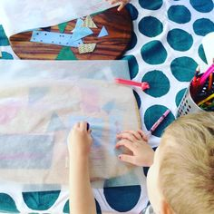 Create with kids: drawing over textured paper. Easy Crafts For Kids, Crafts To Do, Art Photography Women, Create Drawing, Paper Drawing, Art Journal Pages, Deco, Toddler Activities, Easy Drawings