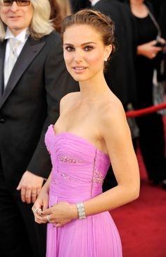 Natalie Portman. One of my fav looks (though I'd make eye makeup a bit easier). Quite C-influenced.
