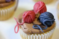 Knit Night Cupcakes - Yarn Balls on cupcakes, what's not to love?