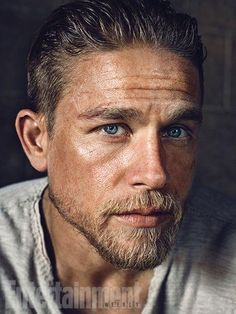 A gallery of King Arthur: Legend of the Sword publicity stills and other photos. Featuring Charlie Hunnam, Guy Ritchie, Jude Law, Djimon Hounsou and others. Charlie Hunnam King Arthur, Charlie Hunnam Soa, Sons Of Anarchy, Roi Arthur, Guy Ritchie, Photo Couple, Shooting Photo, Gorgeous Men, Sexy Men