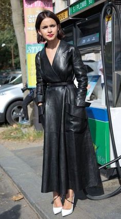 Miroslava Duma rocking a maxi length black leather coat Look Fashion, Fashion Outfits, Womens Fashion, Fashion Trends, Paris Fashion, Fashion Black, Fashion Weeks, Fashion Coat, Dress Fashion