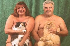 Funny Family Photos With Pets If you like awkward family photos, then you would love these pictures. It's still funny family photos, but now with pets. Weird Family Photos, Awkward Family Photos, Funny Photos, Pet Photos, Awkward Pictures, Weird Pictures, Strange Family, Pet Pictures, Family Pictures