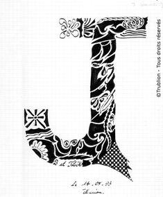 Trublion's Work : Grande lettre majuscule J, Lettrine dessinée à la plume en encre de chine. Alphabet. réalisation au trait sur feuille d'écolier format A4 dessin