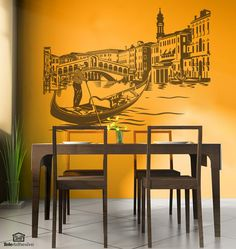 Gondolero y góndola frente al Puente de Rialto en Venecia. Este puente cruza el Gran Canal de Venecia. Es el más antiguo de los cuatro puentes que cruzan el Gran Canal, es el puente más famoso de la ciudad. En un sólo vinilo unimos los iconos más importantes de Venecia: El puente de Rialto, el Gran Canal, las góndolas y el gondolero. #decoracion #teleadhesivo #venecia