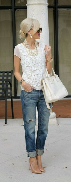 Boyfriend jeans are super comfortable and stylish, but it can be sometimes hard to put an outfit together . We've collected 21 of these simple/casual outfits that go perfect with any type of boyfriend jeans. Mode Outfits, Casual Outfits, Fashion Outfits, Womens Fashion, Fashion Trends, Casual Jeans, Fasion, Fashion Shoes, Trendy Jeans