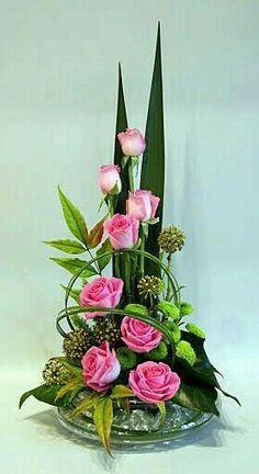 41 ideas flowers unique ikebana for 2019 Rosen Arrangements, Church Flower Arrangements, Beautiful Flower Arrangements, Beautiful Flowers, Gladiolus Arrangements, Tall Floral Arrangements, Creative Flower Arrangements, Nice Flower, Ikebana Flower Arrangement
