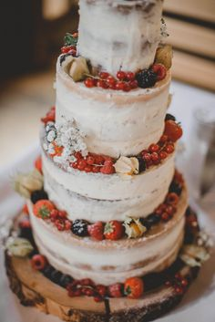 Get inspired for your wedding cake!   Steffen & Christin Photography