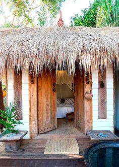 get the look: vintage modern surf shack. get the look: surf shack Beach Cottage Style, Beach Cottage Decor, Surf Shack, Beach Shack, Home Beach, Beach Homes, Casa Petra, Boho Home, Beach Bungalows