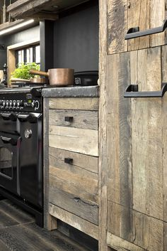 18 Stylish and Functional Open Kitchen Shelf Ideas to Save More Space - The Trending House Reclaimed Wood Kitchen, Rustic Kitchen Cabinets, Kitchen Cabinet Design, Interior Design Kitchen, Grey Kitchens, Home Kitchens, Home Decor Kitchen, Kitchen Remodel, Sweet Home