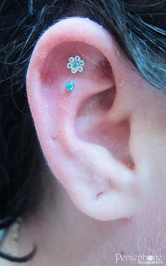 Another Tuesday over and done here is how I ended the day! A pair of helix piercings with ANATOMETAL jewellery in CZ and mint green. Pretty!