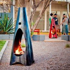 4 Strong Clever Tips: Fire Pit Backyard Natural fire pit furniture tree stumps.Fire Pit Propane How To Build small fire pit fun. Easy Fire Pit, Small Fire Pit, Fire Pit Bowl, Modern Outdoor Fireplace, Modern Outdoor Living, Outdoor Fireplaces, Fire Pit Bench, Fire Pit Area, Fire Pit Landscaping