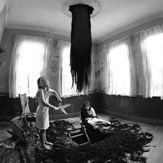 The Dark Fairy Tales of Miwa Yanagi Photographer Miwa Yanagi's black and white fairy tale series is surreal and disturbing. They feature macabre twists on classic tales. They are truly haunting. Creepy Images, Creepy Pictures, Creepy Art, Arte Horror, Horror Art, Ring Horror, Creepy Horror, Dark Side, Images Terrifiantes