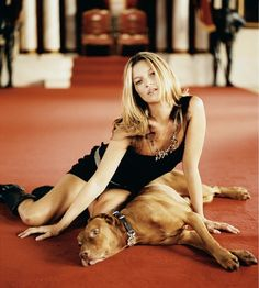 Kate Moss and her Vizsla. Vizsla dog art portraits, photographs, information and just plain fun. Also see how artist Kline draws his dog art from only words at drawDOGS.com He also can add your dog's name into the lithograph.