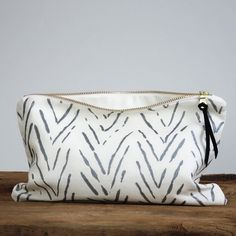 Large Pouch - Scattered Stripe in Silver