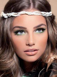 best hazel eyes makeup 4 Cool Eye Make up Ideas for Hazel Eyes. Love this hair color and make up! Beauty Makeup, Hair Makeup, Hair Beauty, Boho Makeup, Hippie Makeup, Eyeline Makeup, Chanel Makeup Looks, Makeup Hairband, Makeup Contouring