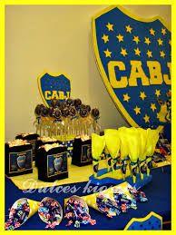 Resultado de imagen para de centros de mesAS en color amarillo y azul con copas para hombres de boca juniors