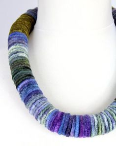 Felt discs necklace, not to be found anywhere else. Pretty time consuming to make but worth every minute spent making it. The length of this Textile Jewelry, Fabric Jewelry, Jewelry Art, Fashion Jewelry, Felted Jewelry, Felt Necklace, Boho Necklace, Necklaces, Textiles