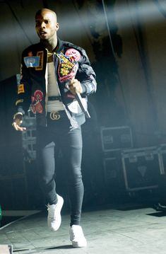 Tory Lanez – Performing In Concert – Fashion Inspiring Teen Boy Fashion, Dope Fashion, Mens Fashion, Fashion Outfits, Fashion Trends, Famous Men, Famous Brands, Tory Lanes, Concert Fashion