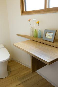 【リフォーム】赤ちゃんのオムツ替えが出来る、折り畳みテーブルを備えた広いトイレ。 歯科医院 トイレ 【オーナーズレポートをホームページにて掲載中】