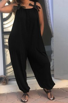 We're glad you've clicked on our new all-in-one jumpsuit as we're really into its striking vibes! The wide leg and length sleeve cut make this a great choice for any stylish girl. Black Women Fashion, Curvy Fashion, Plus Size Fashion, Womens Fashion, Ethno Style, Look Street Style, Casual Outfits, Fashion Outfits, Fashion Clothes