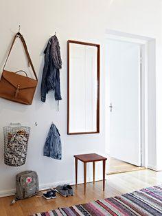 hanging basket on wall | via @Atelier Decor blog