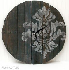 Large Stencilled Pallet Clock Tutorial  Thought this was q cute DIY clock...looks easy too!  Good tutorial.