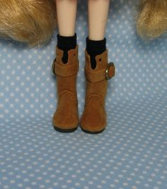 Brown Middie Blythe Boots. $11.00/£7.11, via Etsy. ~ wish these were avialable for Neo/Takara/Kenner style Blythes!